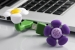 USB osvěžovač - LEVANDULE-Potřebujete si zpříjemnit namáhavý den? USB osvěžovač působí blahodarně na psychiku a harmonizuje mysl. Aromaterapie a jeí účinky jsou známé již tisíce let. Vůně se dotkne vašich smyslů, přinese Vám rovnováhu, klid nebo naopak povzbuzení a svěžost. USB osvěžovač LEVANDULE - tradiční lehce kořeněná vůně s nádechem levandule vyzařuje teplo a letní náladu...
